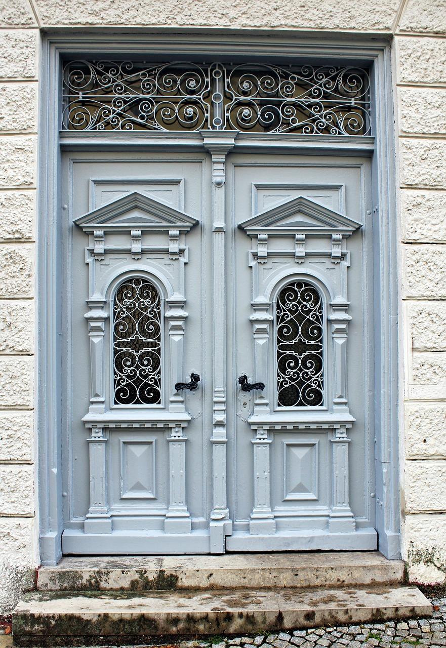 wooden-door-431315_1280