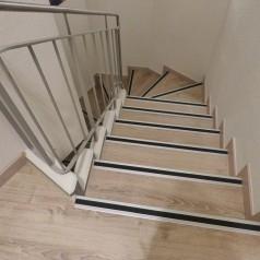 Najpopularniejsze rodzaje nakładek na schody
