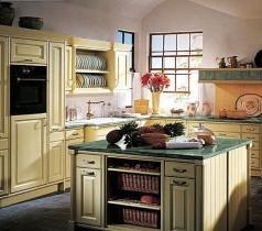 Kuchnia o zapachu ziół prowansalskich i lawendy